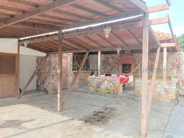 Casa Carabobo>Municipio San Diego>La Cumaca - Venta:45.000 Precio Referencial - codigo: 21-27639
