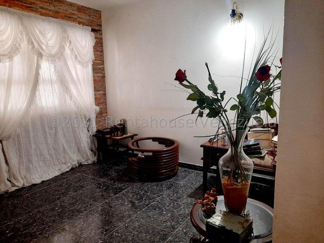 Casa Falcon>Coro>Sector Independencia - Venta:13.200 Precio Referencial - codigo: 21-27976
