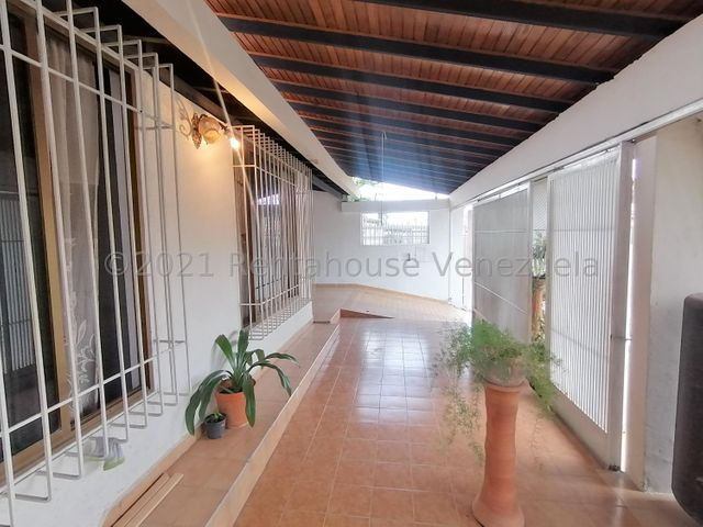 Casa Lara>Cabudare>Almarriera - Venta:22.000 Precio Referencial - codigo: 21-28147