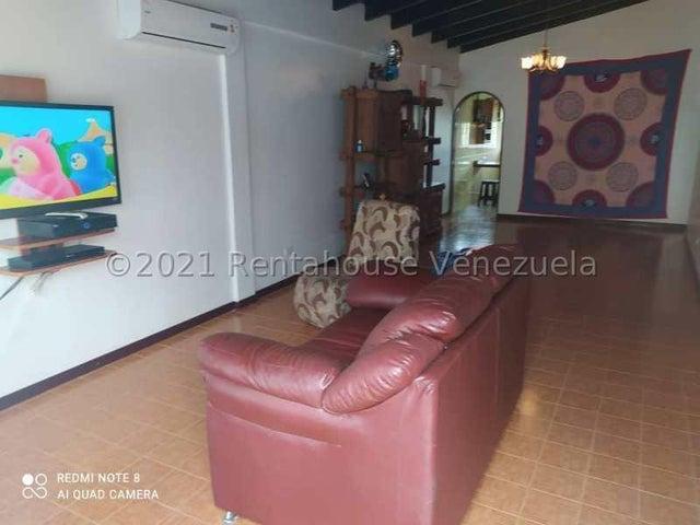 Casa Miranda>Los Teques>Los Teques - Venta:50.000 Precio Referencial - codigo: 22-205