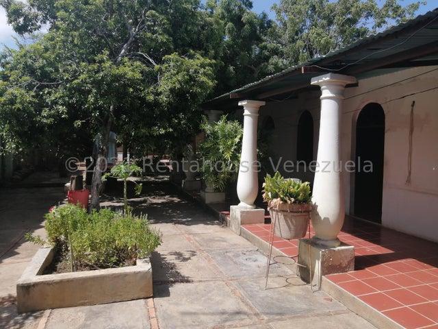 Casa Falcon>Coro>Centro - Venta:18.000 Precio Referencial - codigo: 22-449