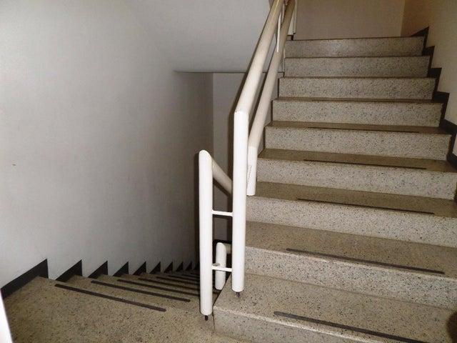 Apartamento Distrito Metropolitano>Caracas>Campo Alegre - Venta:420.000 Precio Referencial - codigo: 22-707