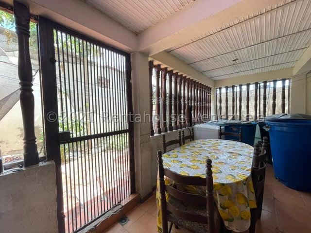 Casa Falcon>Punto Fijo>Centro - Venta:12.500 Precio Referencial - codigo: 22-1272