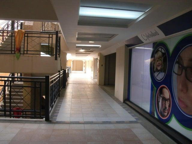 Local Comercial Miranda>Guarenas>Las Islas - Venta:5.500 Precio Referencial - codigo: 22-2315