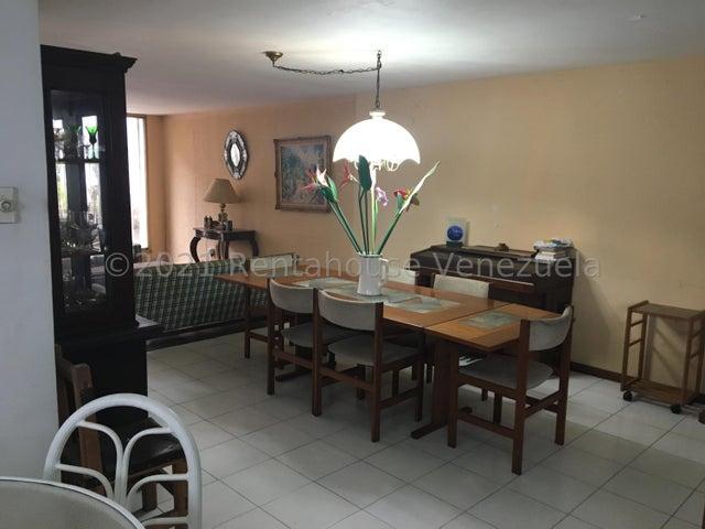 Casa Distrito Metropolitano>Caracas>Colinas de Bello Monte - Venta:170.000 Precio Referencial - codigo: 22-6967
