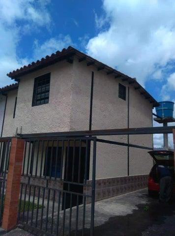 Casa Miranda>Los Teques>Los Teques - Venta:16.500 Precio Referencial - codigo: 22-3284