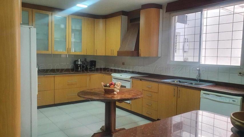 Casa Distrito Metropolitano>Caracas>El Marques - Venta:300.000 Precio Referencial - codigo: 22-4185