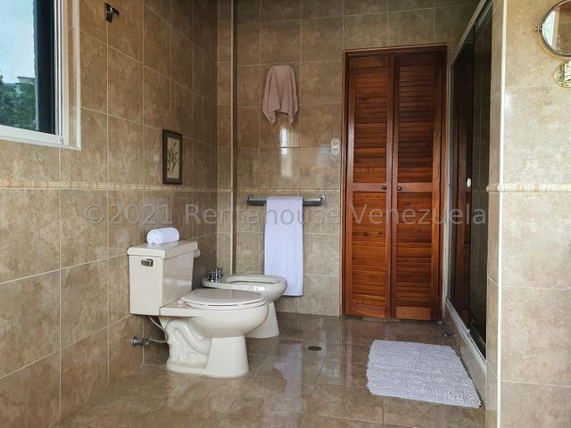 Casa Distrito Metropolitano>Caracas>Prados del Este - Venta:350.000 Precio Referencial - codigo: 22-4273
