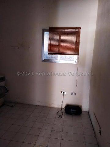 Galpon - Deposito Distrito Metropolitano>Caracas>Los Chaguaramos - Alquiler:270 Precio Referencial - codigo: 22-4644
