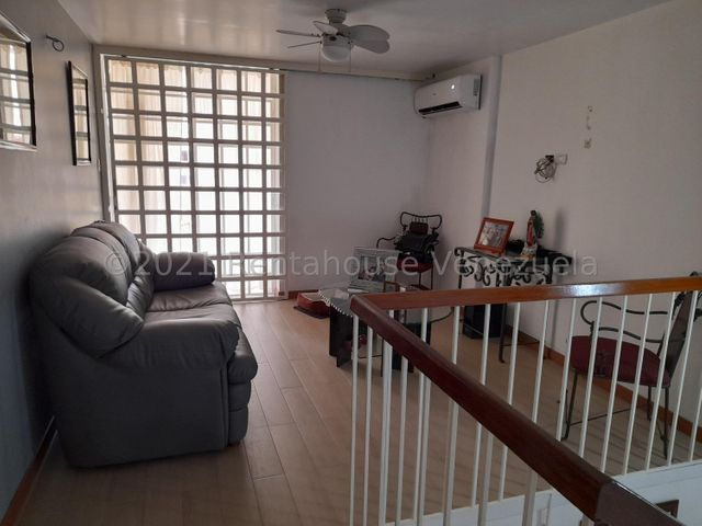 Casa Distrito Metropolitano>Caracas>El Marques - Venta:150.000 Precio Referencial - codigo: 22-4585