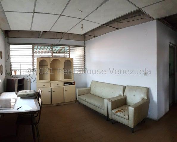 Edificio Falcon>Coro>Centro - Venta:55.000 Precio Referencial - codigo: 22-4612