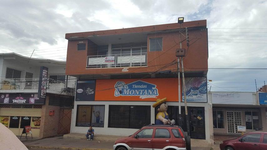 Edificio Falcon>Coro>Centro - Venta:180.000 Precio Referencial - codigo: 22-4615