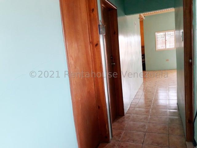 Casa Falcon>Coro>Centro - Venta:26.000 Precio Referencial - codigo: 22-4619