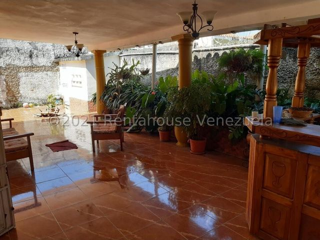 Casa Carabobo>Valencia>Lomas del Este - Venta:45.000 Precio Referencial - codigo: 22-7066