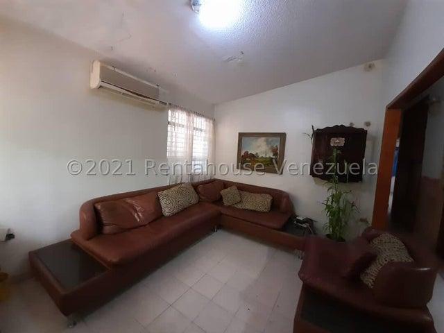 Casa Carabobo>Municipio San Diego>La Esmeralda - Venta:26.000 Precio Referencial - codigo: 22-7479