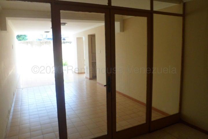Apartamento Carabobo>Municipio Naguanagua>Casco Central - Venta:16.000 Precio Referencial - codigo: 22-7393