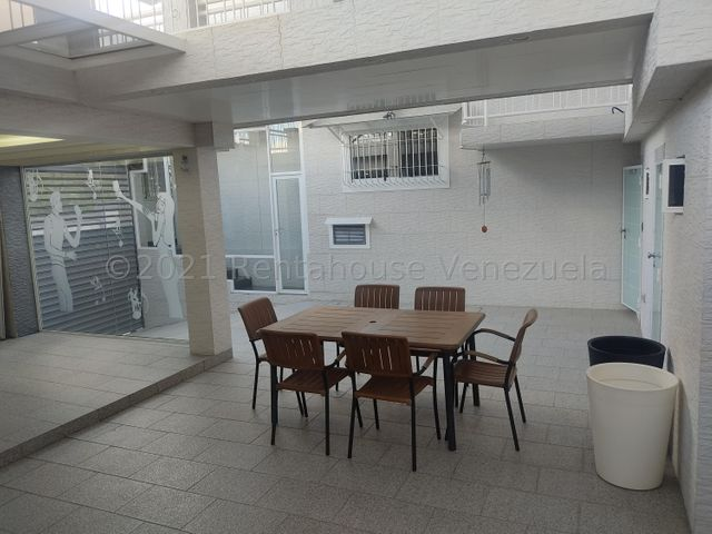 Casa Miranda>San Antonio de los Altos>Parque el Retiro - Venta:600.000 Precio Referencial - codigo: 22-7456