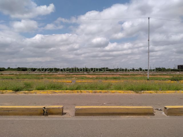 Terreno Zulia>Maracaibo>Via La Concepcion - Venta:200.000 Precio Referencial - codigo: 22-7512