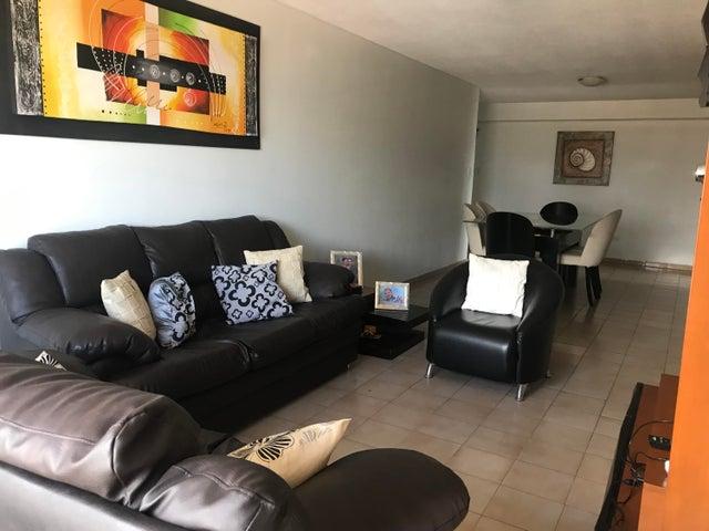 Apartamento Distrito Metropolitano>Caracas>Lomas del Avila - Venta:30.000 Precio Referencial - codigo: 22-7522