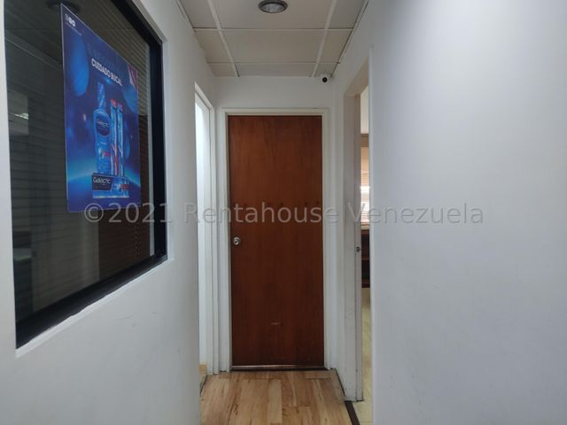 Oficina Distrito Metropolitano>Caracas>Los Palos Grandes - Alquiler:600 Precio Referencial - codigo: 22-7455