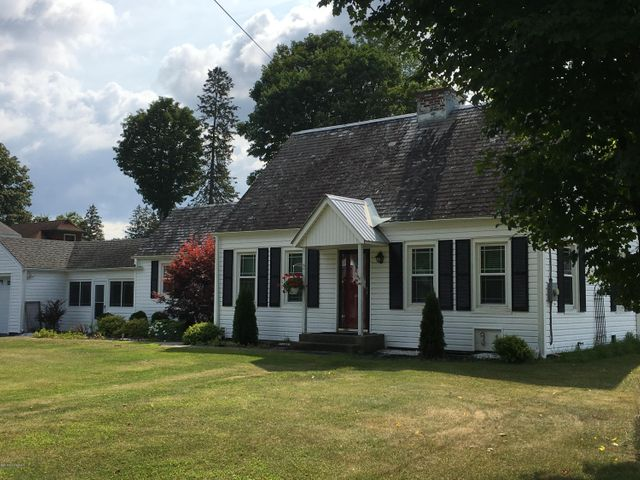 20 4th Avenue, Warrensburg, NY 12885