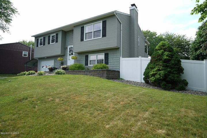 8 New Bridge Drive, Stillwater, NY 12170