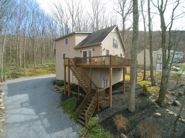 169 Buck Ridge Dr, Drums, PA 18222