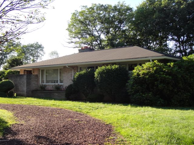 17 Woodland Ave, Mountain Top, PA 18707