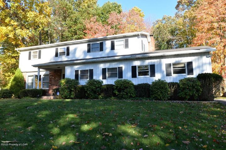 22 Farmhouse Road, Mountain Top, PA 18707