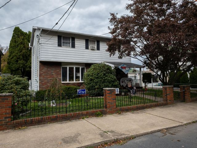 16 Defoe Street, Pittston, PA 18640