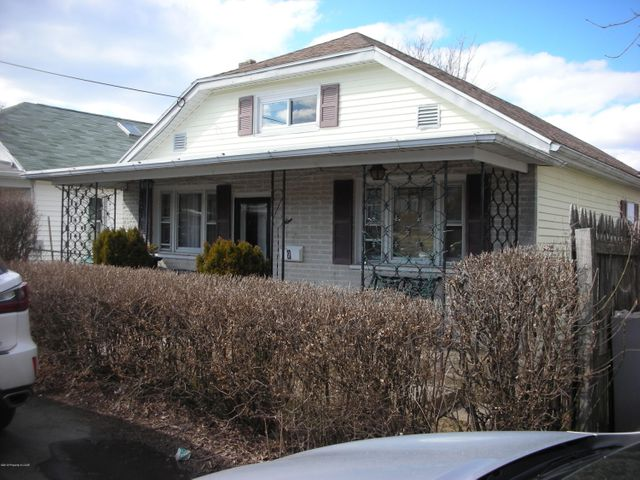 McAdoo Heights- This spacious single features 5 bedrooms, a spacious living room, kitchen with breakfast nook, first floor bathroom and more. Newer oil burner installed last year. This one is ''move in'' ready. Located close to the McAdoo Terrace School, playground and shopping. Easy commute via Interstate 81. Priced for quick sale!