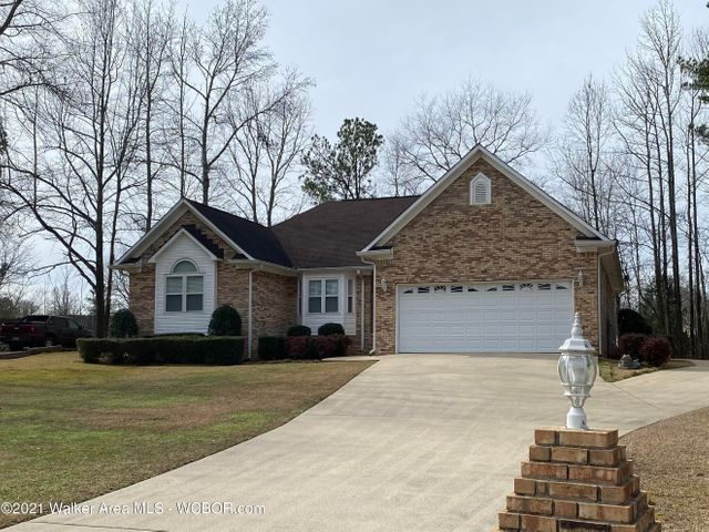 LR, DR, Fam w/FPwgas log, sitting rm/computer/office, 3 Br, 2.5 Ba, wood shudders throughout house.