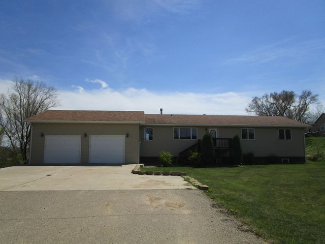 601 Park Ave W, Watford City, ND 58854