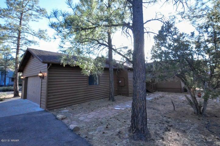 2942 Homestead Drive, Overgaard, AZ 85933