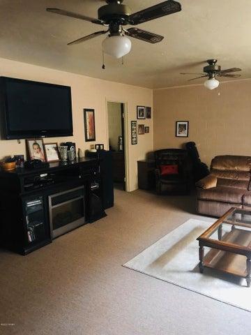 1511 Sacaton Drive, Holbrook, AZ 86025