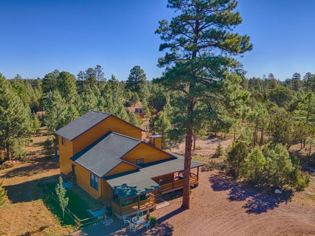 2002 Summer View Lane, Overgaard, AZ 85933