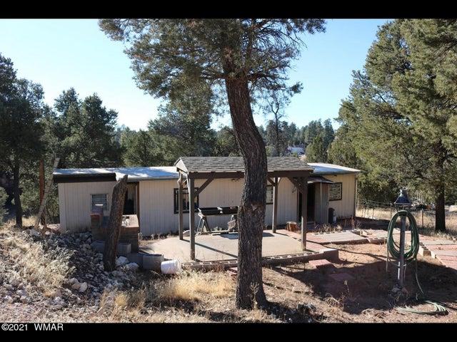 1989 Broken Arrow Road, Overgaard, AZ 85933