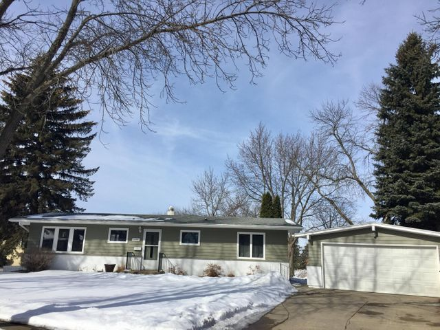 1349 CRESTVIEW DRIVE, Watertown, SD 57201