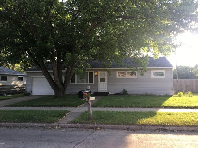 1337 N MAPLE STREET, Watertown, SD 57201