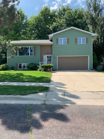 507 26TH STREET NW, Watertown, SD 57201