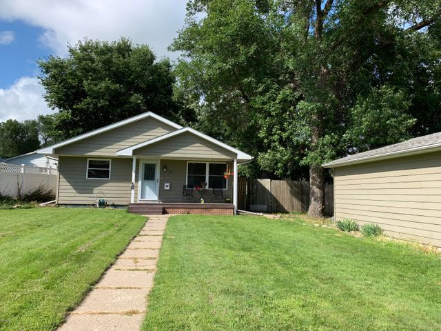 11 5TH AVENUE NW, Watertown, SD 57201