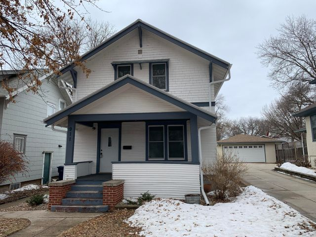 911 1ST STREET NW, Watertown, SD 57201