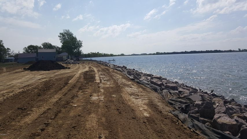 NORTH SIDE OF POINSETT HWY 28 ROAD, Lake Norden, SD 57248