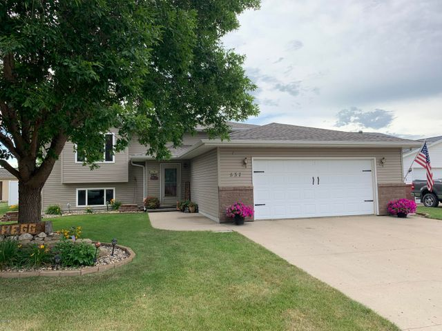 537 19TH AVENUE NE, Watertown, SD 57201