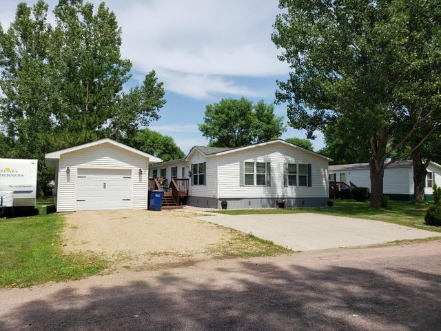 151 18TH AVENUE SW, Watertown, SD 57201