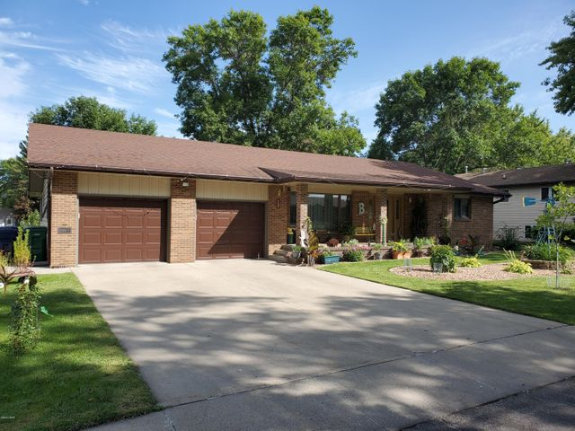 1108 4TH STREET NW, Watertown, SD 57201