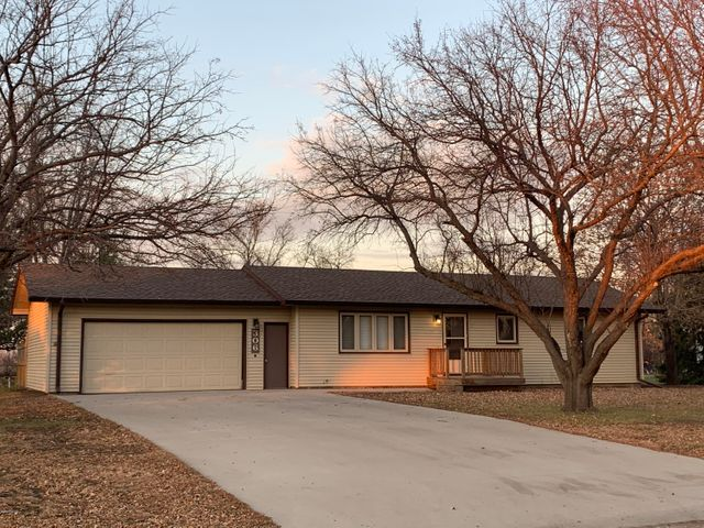 306 LAKEVIEW DRIVE, Milbank, SD 57252