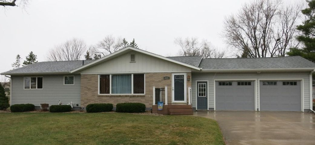 605 8th Ave. S., Clear Lake, SD 57226