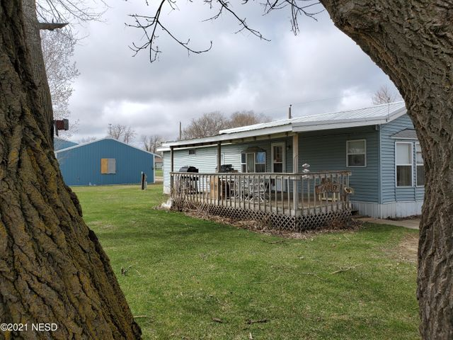 500 MAPLE STREET, Henry, SD 57243