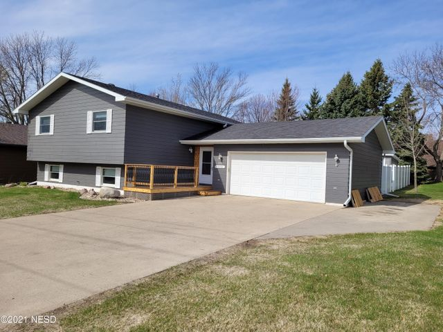 611 19TH STREET NE, Watertown, SD 57201